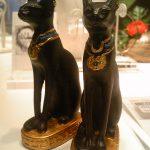 """エジプトの猫と""""スカラベ""""ネックレス"""