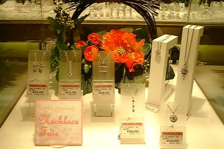 「春のネックレス フェア」にたくさんの商品が入荷になりました。