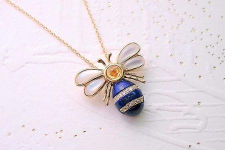可愛いミツバチのネックレス